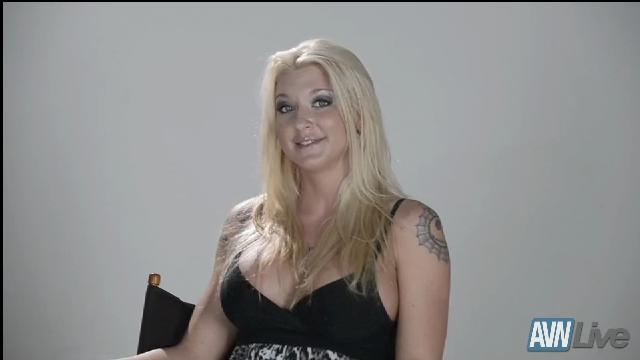 AVN Live Profile: Leya Falcon